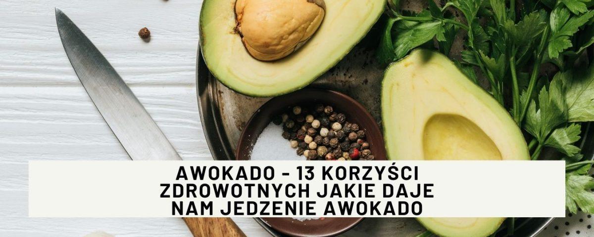 Awokado to niesamowity owoc, który jest bardzo bogaty w składniki odżywcze. Jest skarbnicą zdrowych tłuszczy. Daje potężne korzyści zdrowotne.
